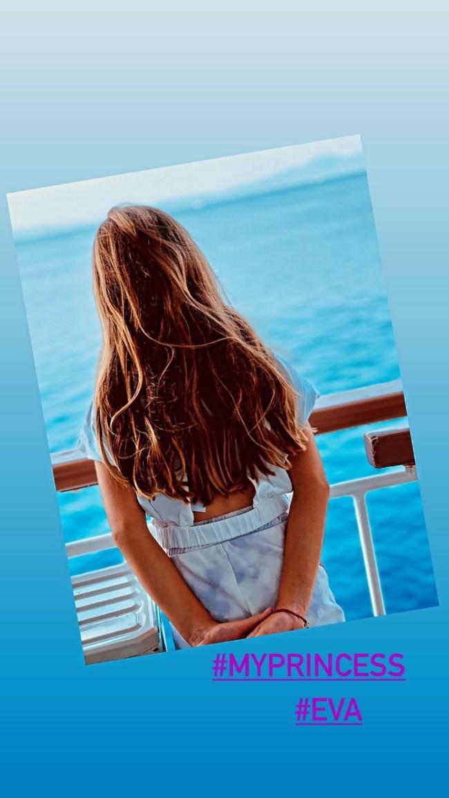 Βάσω Λασκαράκη   Η σπάνια φωτογραφία εν πλω με την 8χρονη Εύα