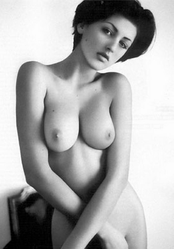 Θυμόμαστε: Εβελίνα Παπαντωνίου Στο Playboy, Το Μακρινό 2001 - εικόνα 5