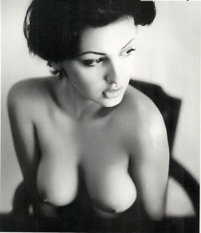 Θυμόμαστε: Εβελίνα Παπαντωνίου Στο Playboy, Το Μακρινό 2001 - εικόνα 3