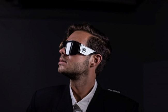 Γυαλιά ηλίου Versace με σκελετό-μάσκα.