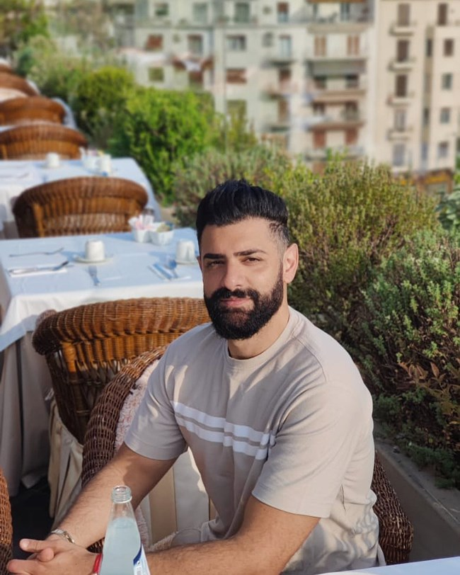 Ο Σαρμπέλ για λίγες μέρες στην Ελλάδα: Δείτε πως είναι 14 χρόνια μετά την Eurovision