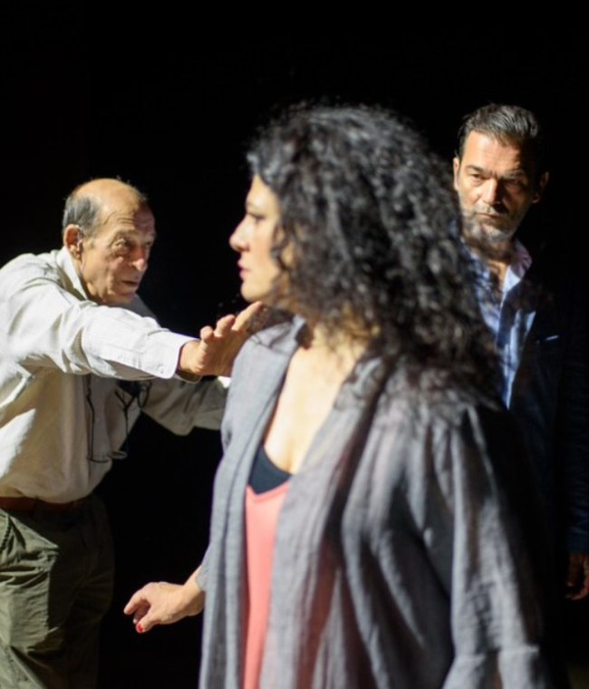 Ο Κωνσταντίνος Καζάκος και η Τάνια Τρύπη μαζί επί σκηνής! Τα πάντα για τη νέα παράσταση του Μανούσου Μανουσάκη