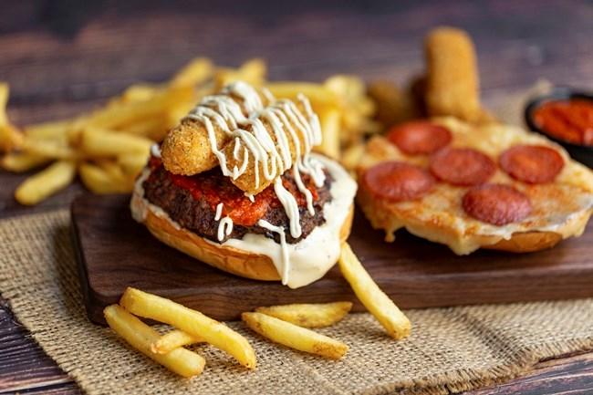 Τα αγαπημένα TGI Fridays™ επέστρεψαν με νέα Burgers και Margarita MAYnia!