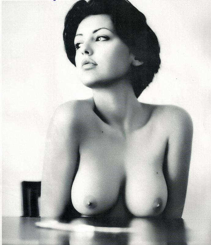 Θυμόμαστε: Εβελίνα Παπαντωνίου Στο Playboy, Το Μακρινό 2001 - εικόνα 4
