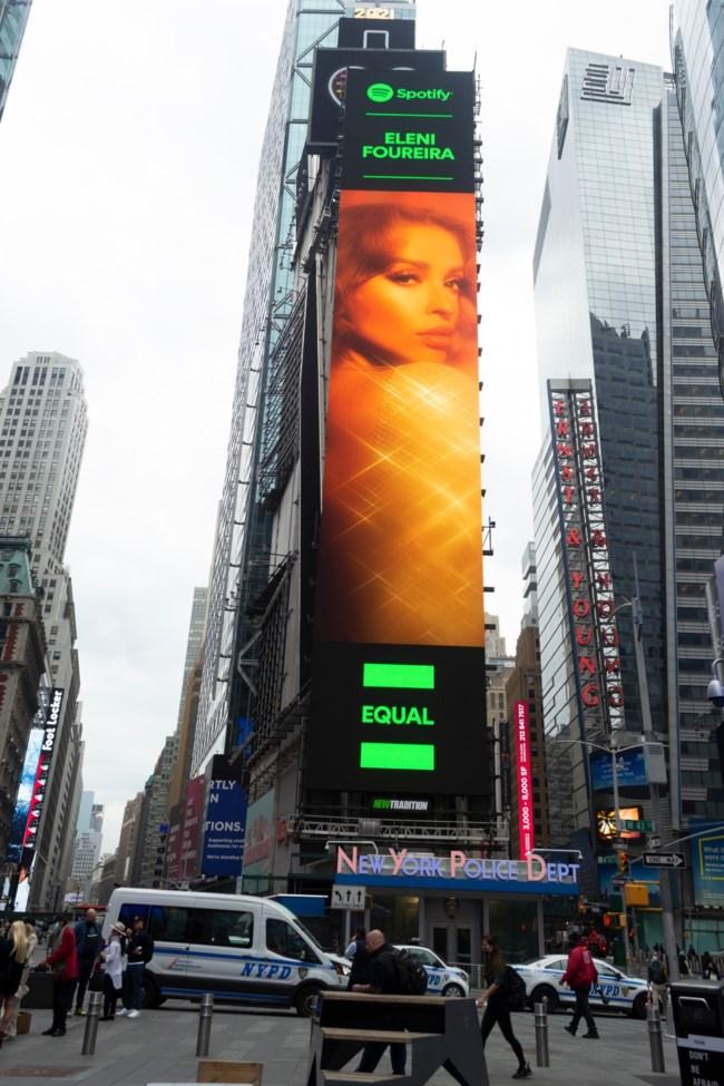 Η Ελένη Φουρέιρα μπήκε σε billboard στην Times Square!