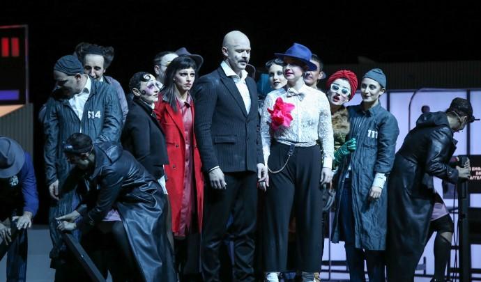 Η Όπερα Της Πεντάρας: Επίσημη Πρεμιέρα