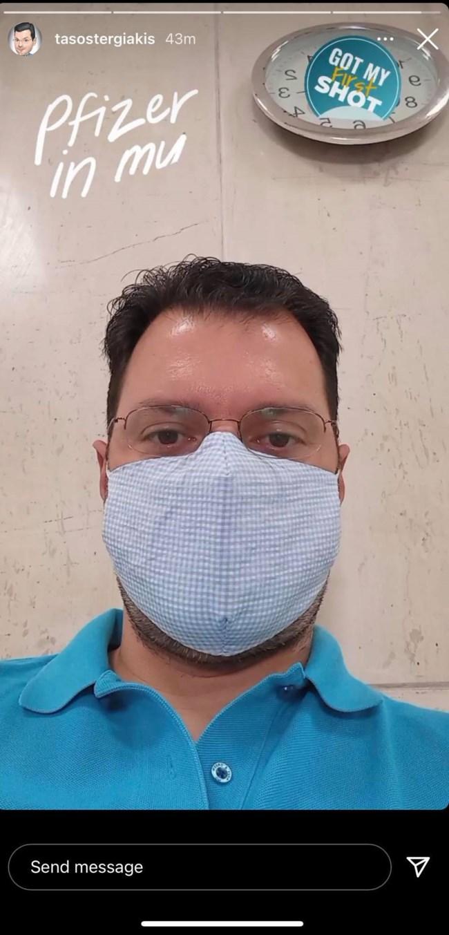 Ο Τάσος Τεργιάκης εμβολιάστηκε και δεν έχασε το χιούμορ του