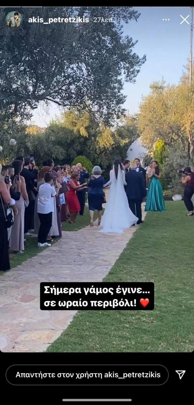 Ο Άκης Πετρετζίκης και η Κωνσταντίνα Παπαμιχαήλ παντρεύτηκαν! Δείτε τις πρώτες εικόνες