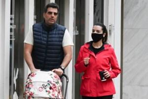 Νικολέττα Ράλλη & Μιχάλης Ανδρούτσος: Βόλτα για τρεις με την κορούλα τους!