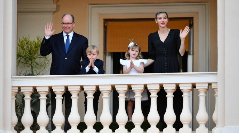 Η Σαρλίν του Μονακό και τα δίδυμα στο μπαλκόνι