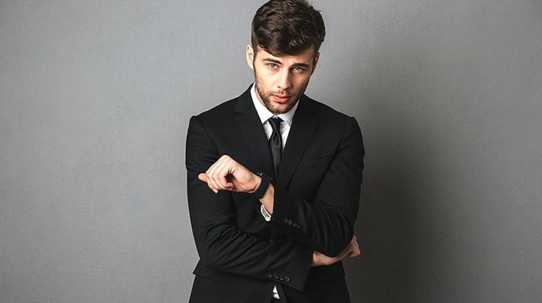 Οι πιο σύγχρονοι τρόποι να φορέσεις το μαύρο κοστούμι