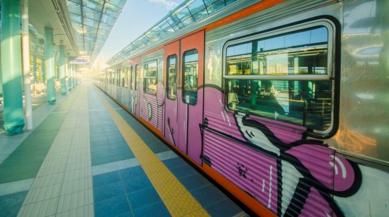 ηλεκτρικός Αθήνα τραίνο - iStock