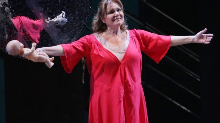 Μαρία Καβογιάννη επί σκηνής στο θέατρο Τέχνης με την παράσταση «Προς Ελευσίνα» (1)