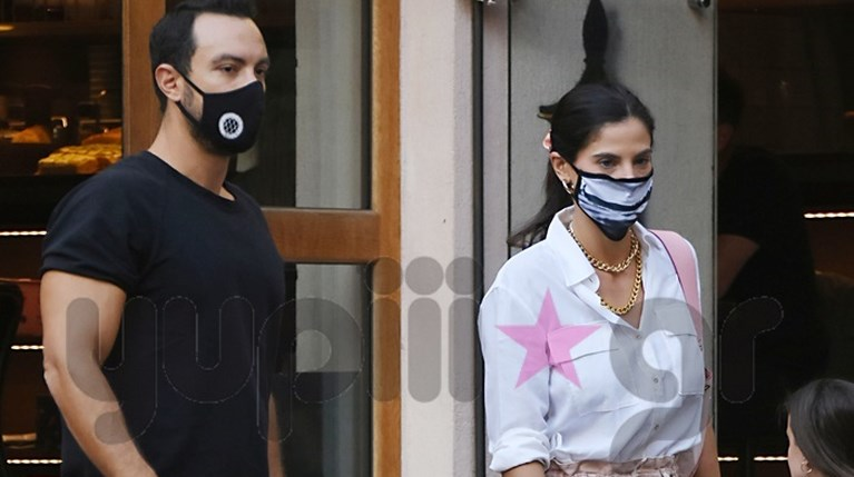 Σάκης Τανιμανίδης & Χριστίνα Μπόμπα με μάσκες