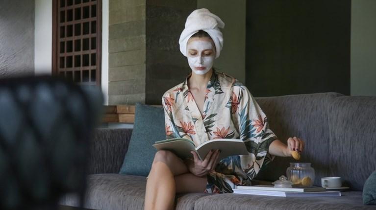 Η skincare routine που θα σου χαρίσει αψεγάδιαστη επιδερμίδα στην καραντίνα