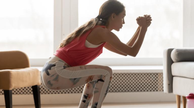 Εβδομαδιαίο πρόγραμμα γυμναστικής: Τι προπόνηση να κάνω κάθε μέρα όσο είμαι σπίτι;
