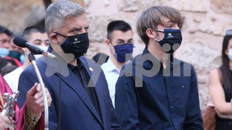 Ο Γιώργος Πατούλης με τον γιο του, Αλέξανδρο στον επιτάφιο