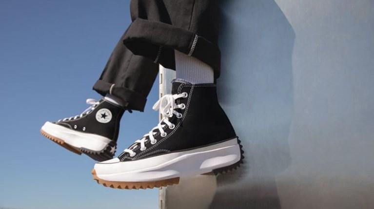 Τρία ζευγάρια sneakers που θα φοράς συνέχεια αυτή την άνοιξη