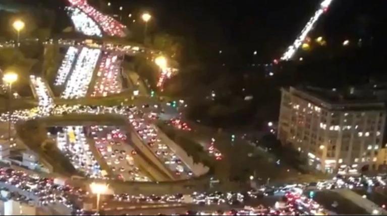 Παρίσι: Απίστευτο μποτιλιάρισμα 700 χιλιομέτρων λίγες ώρες πριν το lockdown [βίντεο]