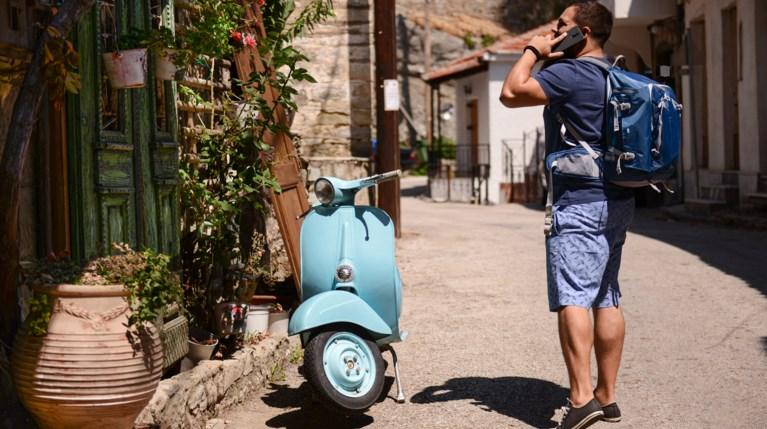μηχανάκι διακοπές Ελλάδα - istock