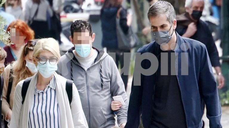 Η Σία Κοσιώνη και ο Κώστας Μπακογιάννης με τον γιο τους, Δημοσθένη