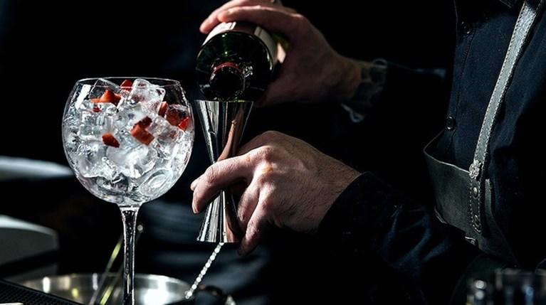 7 εύκολα cocktails με gin για να κάνεις bar το σπίτι σου