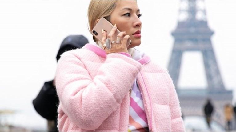 Η αμφιλεγόμενη 90s τάση στα κοσμήματα που κυριαρχεί στο Instagram
