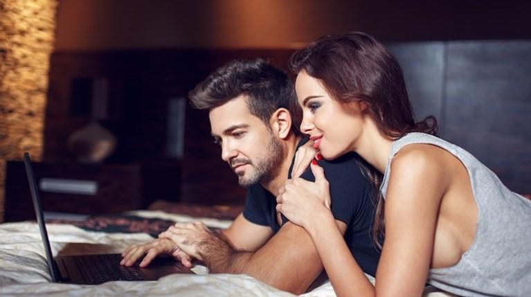 Πόσο διαφορετικά επηρεάζει το πορνό άντρες και γυναίκες στη σχέση