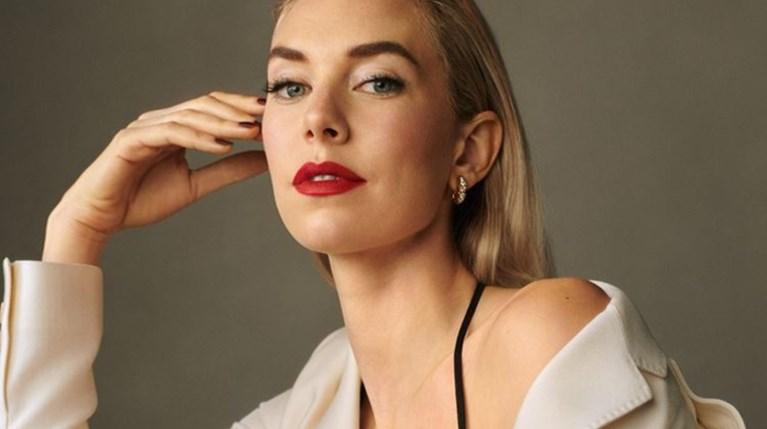 Η Vanessa Kirby ποζάρει για το εξώφυλλο του Harper's Bazaar Greece