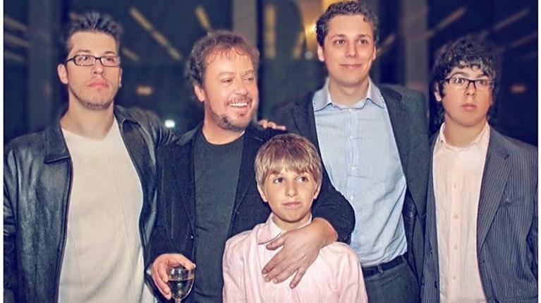 Γιάννης Πάριος με παιδιά
