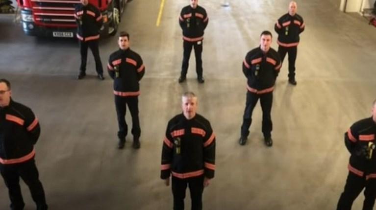 Το συγκινητικό μήνυμα των Άγγλων πυροσβεστών στους Ιταλούς συναδέλφους τους