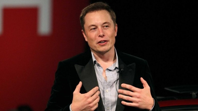 Ολομέτωπη επίθεση του Elon Musk στην Porsche