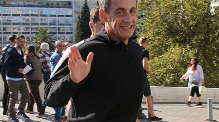 Ο Nicolas Sarkozy στο Σύνταγμα R