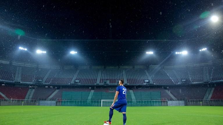 γήπεδα κορονοϊός - iStock