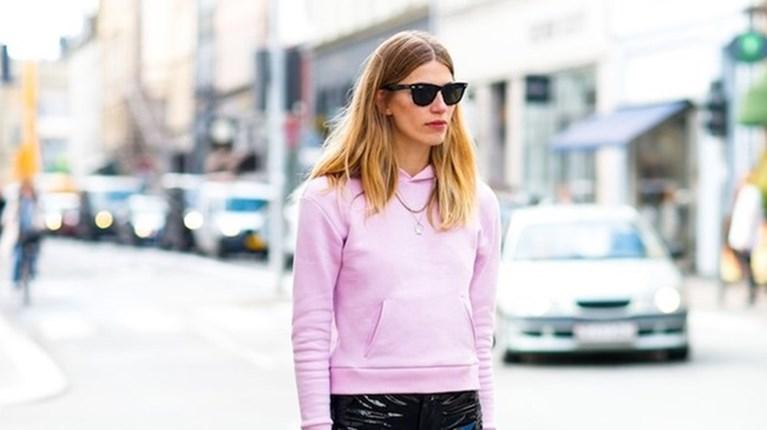 Ροζ φούτερ με βινύλ παντελόνι