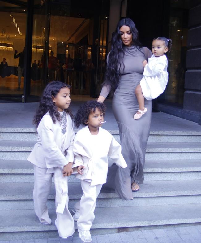 Hollywood Report Η επιστροφή της Angelina Jolie  η Kim Kardashian με τα παιδιά της