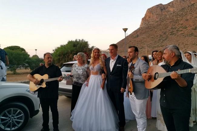 Στράτος Τζώρτζογλου & Σοφία Μαριόλα | Οι πρώτες φωτογραφίες από τον γάμο τους